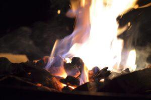 BBQ festif et feu pour le 25e @ Tente au murmures